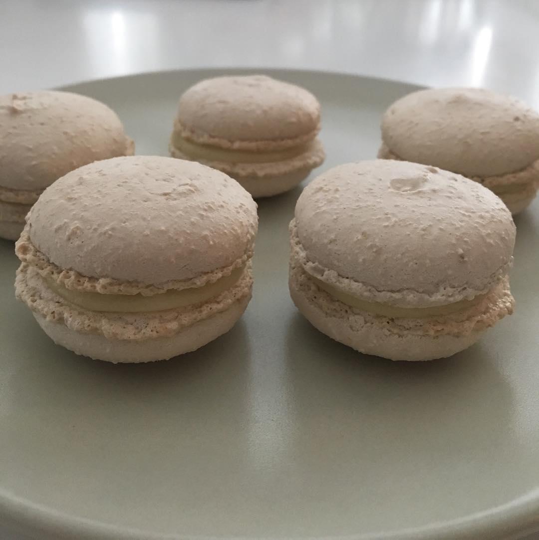 Macarons med rabarber - Hannas fika 0dc6a64b8a71f